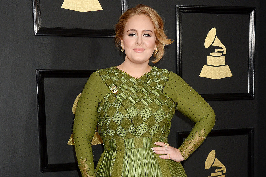 adele-shoes-grammys-2017-3
